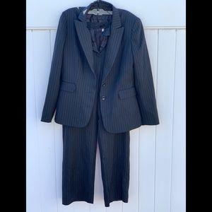 Arthur S Tahari navy pinstripe suit 2 suit